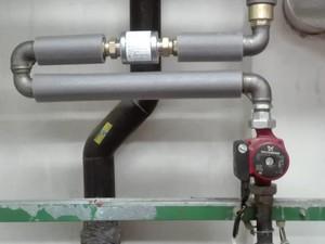 Příklad instalace zařízení typ AQT 40 v systému vytápění